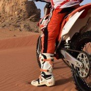 How to Master Corners on Your Dirt Bike